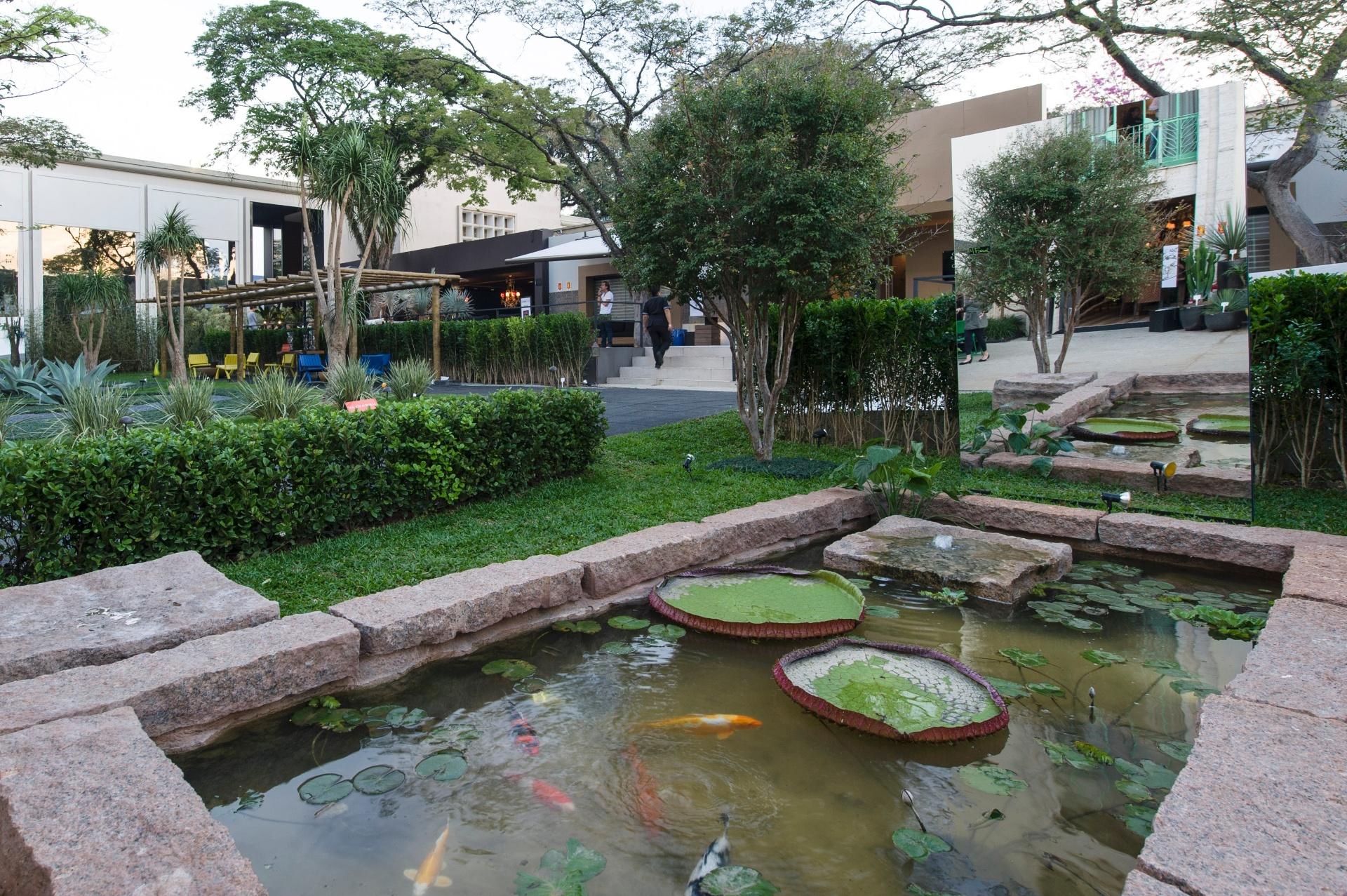 O lago com carpas se destaca no Jardim da Simplicidade, assinado pelo paisagista Marcelo Faisal. A 27ª Casa Cor SP segue até dia 21 de julho de 2013, no Jockey Club de São Paulo