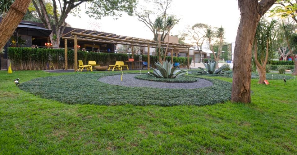 Para o Jardim da Simplicidade, o paisagista Marcelo Faisal optou por um projeto baseado na combinação de poucos elementos aliados a uma praça de contemplação, delimitada por um pergolado. A 27ª Casa Cor SP segue até dia 21 de julho de 2013, no Jockey Club de São Paulo