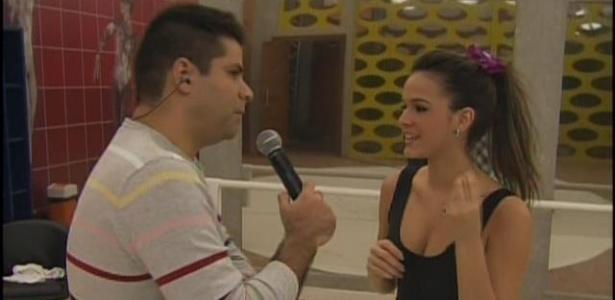 Bruna Marquezine é entrevistada por Lair Rennó no