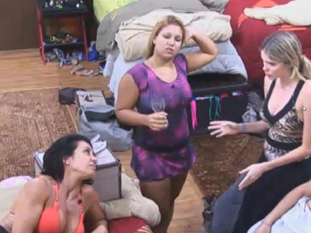 28.jun.2013 - Divisão de serviços da casa vira tem de conversa no quarto