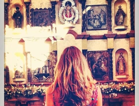 28.jun.2013 - Grazi vai a igreja no dia do seu aniversário