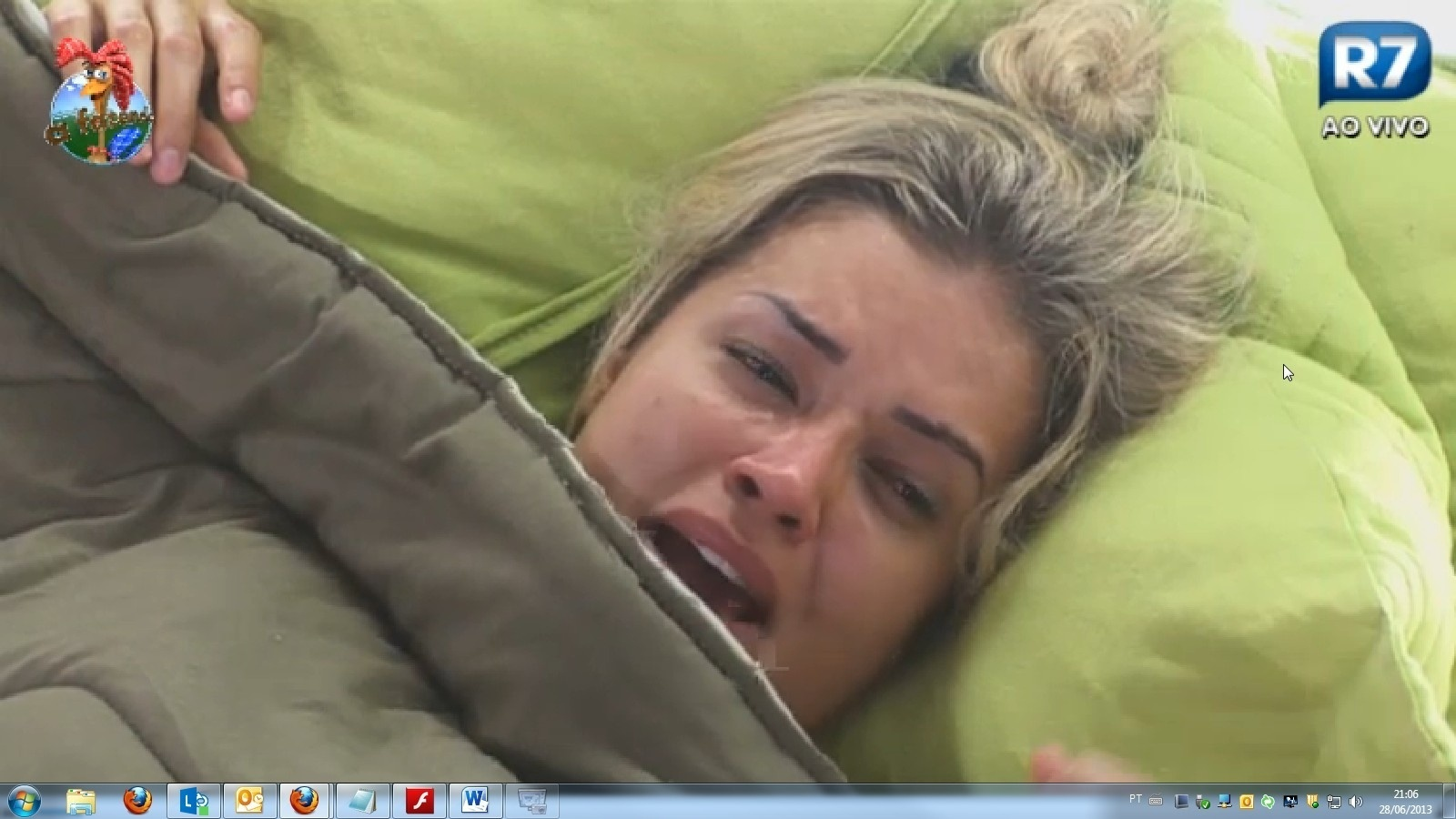 28.jun.2013 - Magoada com brincadeiras de Ivo, Aryane vai para cama chorar
