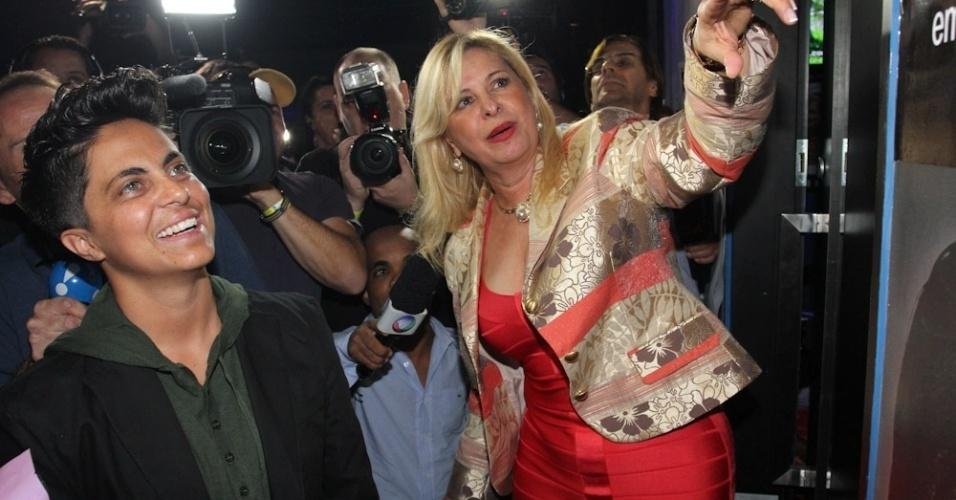 28.jun.2013 - Thammy Gretchen com a empresária Lilian Gonçalves na inauguração de sua sala no karaokê Coconut, em São Paulo