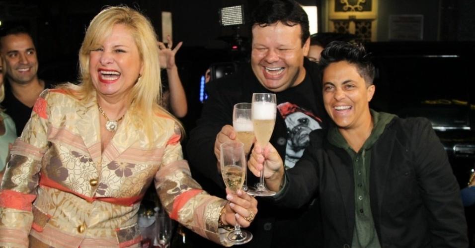 28.jun.2013 - Thammy brinda com a empresária Lilian Gonçalves