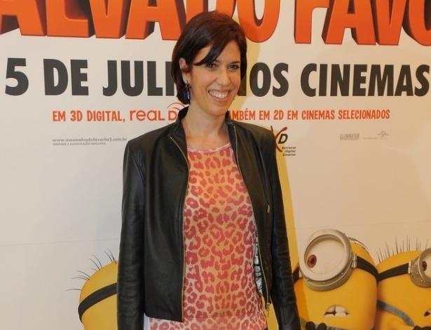 """29.jun.2013 - A atriz Maria Clara Gueiros posa para fotos na pré-estreia de """"Meu Malvado Favorito 2"""", em São Paulo"""