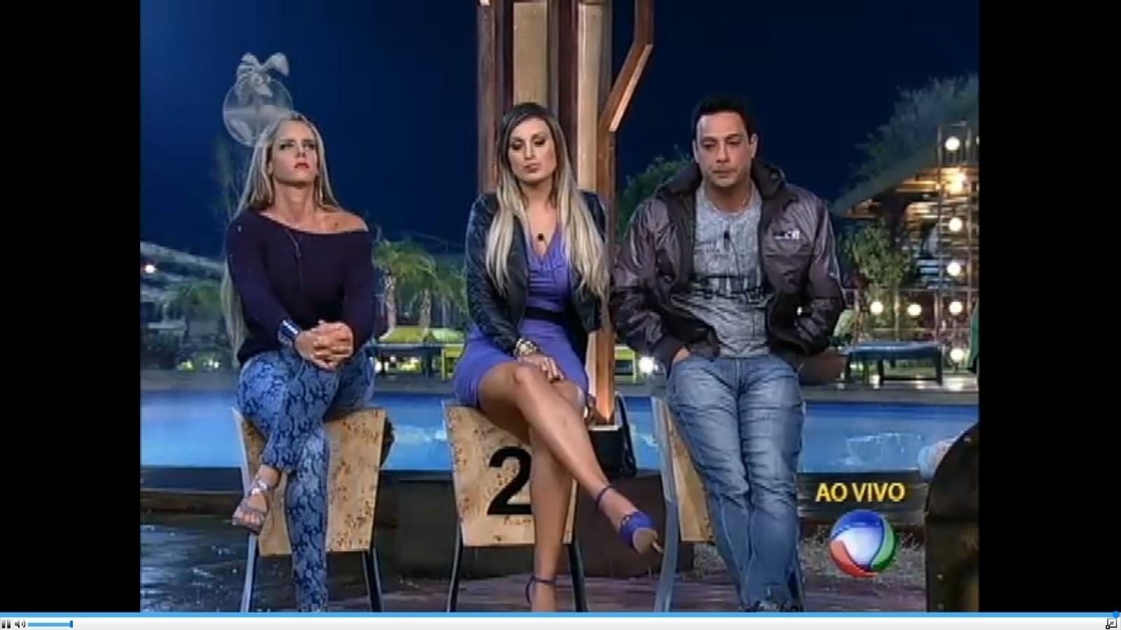 29.jun.2013 - Denise Rocha, Andressa Urach e Márcio Duarte formam a primeira roça de