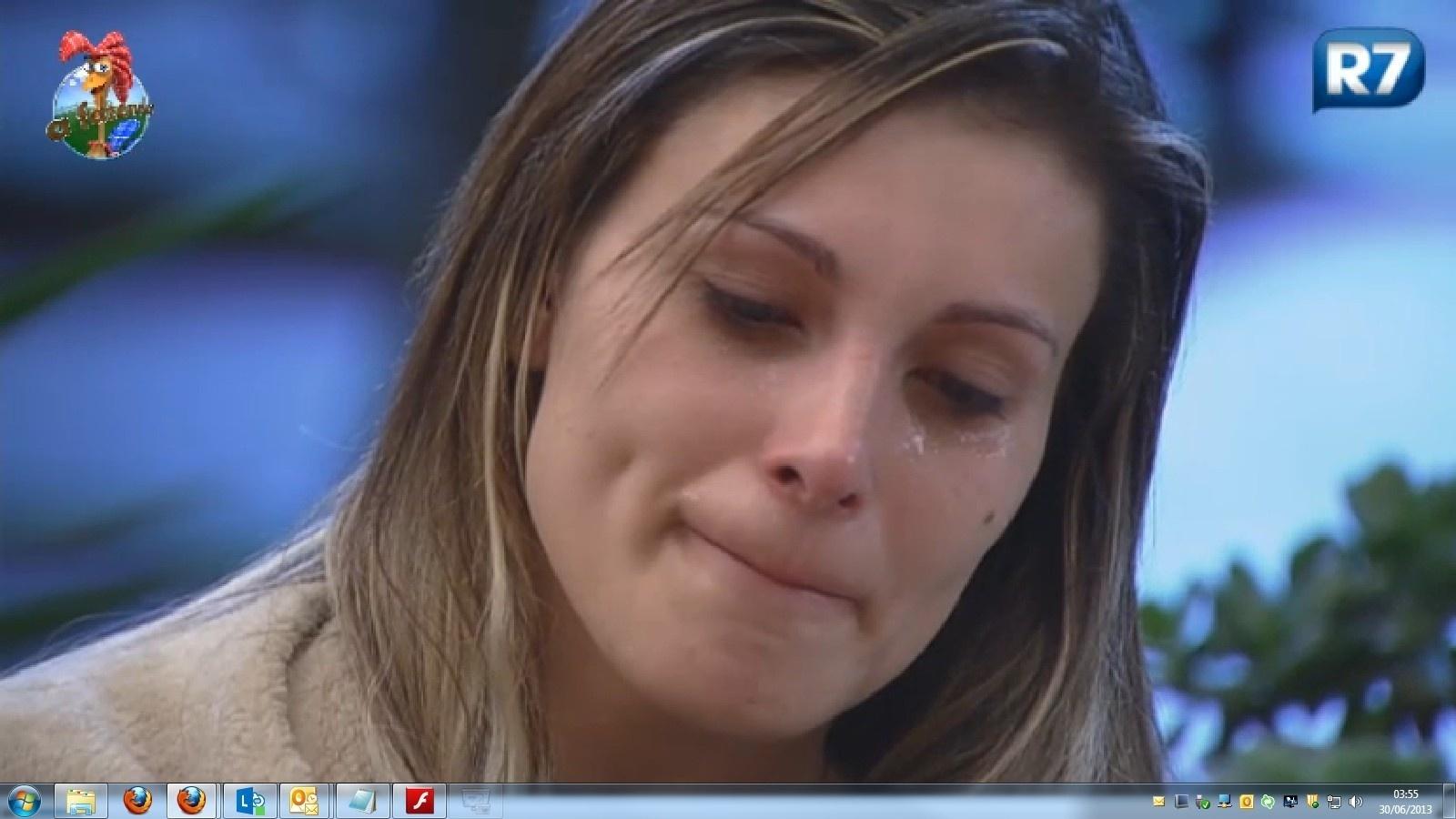 30.jun.2013 - Após ser indicada para roça, Andressa perde sono e chora