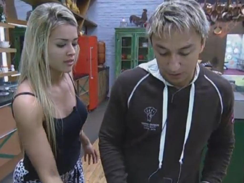 30.jun.2013 - Aryane e Paulo Nunes comentam o comportamento de Lu Schievano