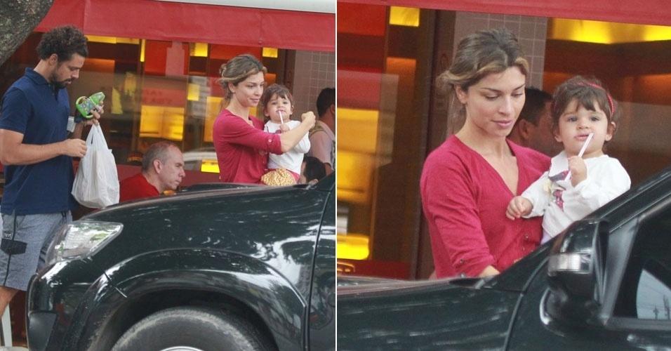 30.jun.2013 - Cauã Reymond e Grazi Massafera vão à lanchonete com a filha, Sofia, no Rio