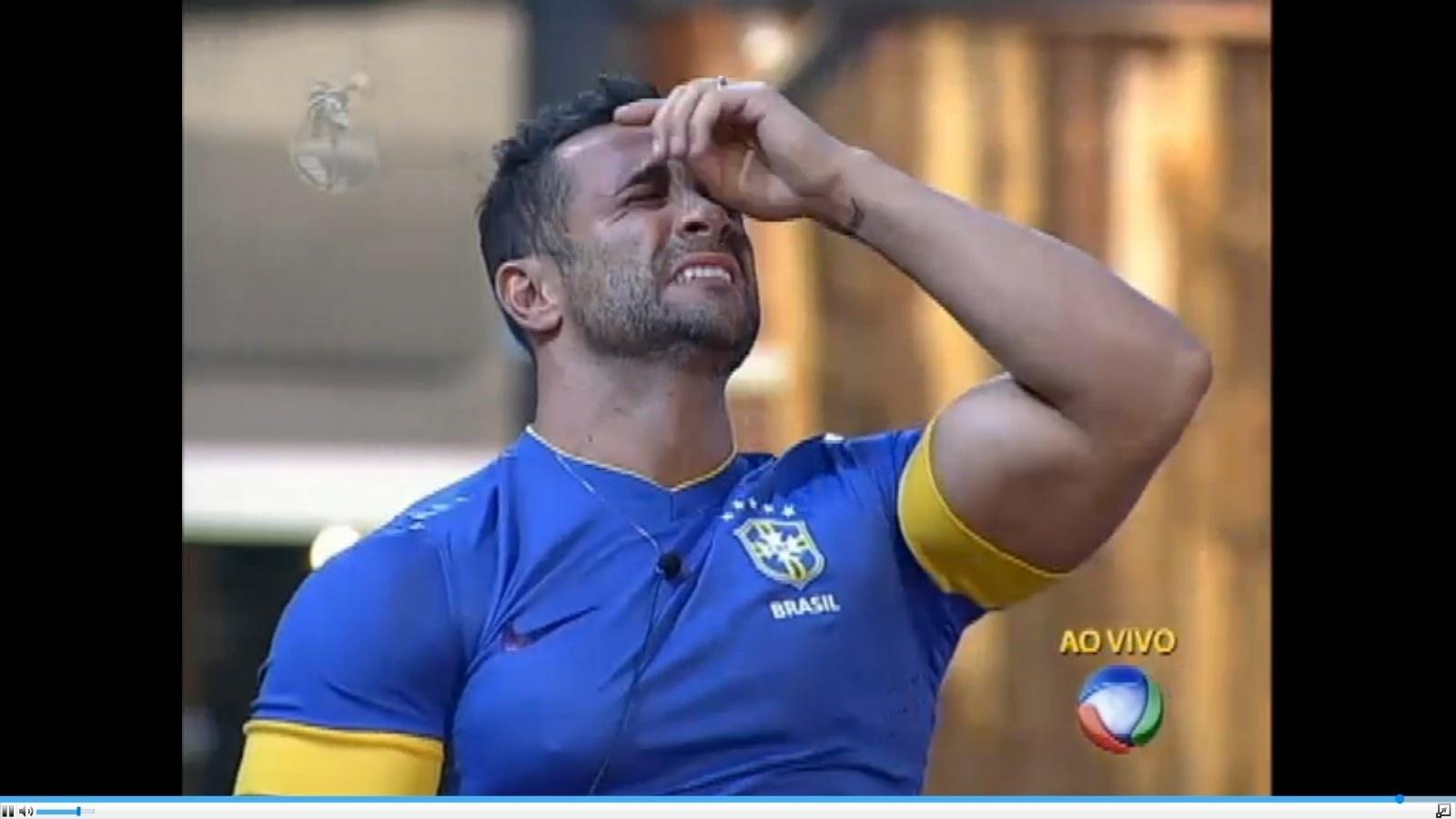 29.jun.2013 - Marcos Oliver ficou emocionado ao saber que estava na final do programa