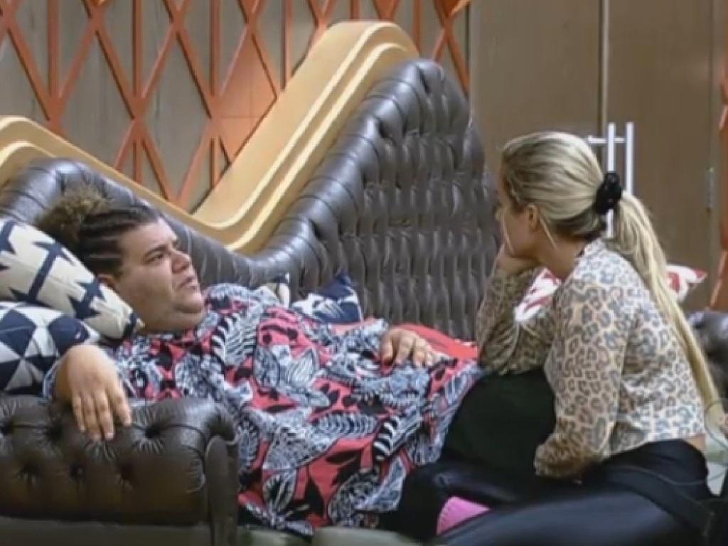 01.jul.2013 - Em conversa com Aryane, Gominho revela briga com Lu Schievano