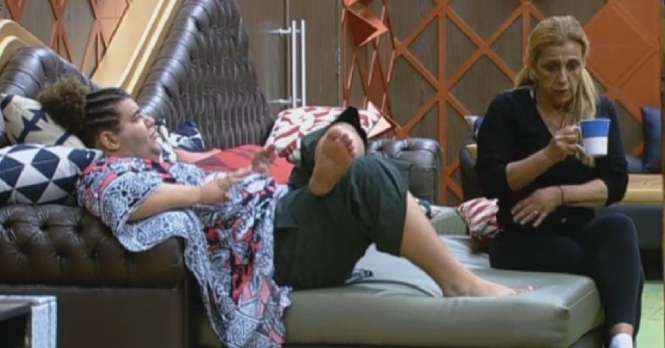 01.jul.2013 - Gominho e Rita criticam Lu Schievano