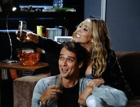 """Em """"Amor à Vida"""", Niko não gosta de ver Eron e Amarilys bêbados"""