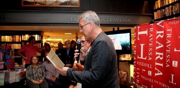 Pedro Bial, durante a leitura de trechos do livro