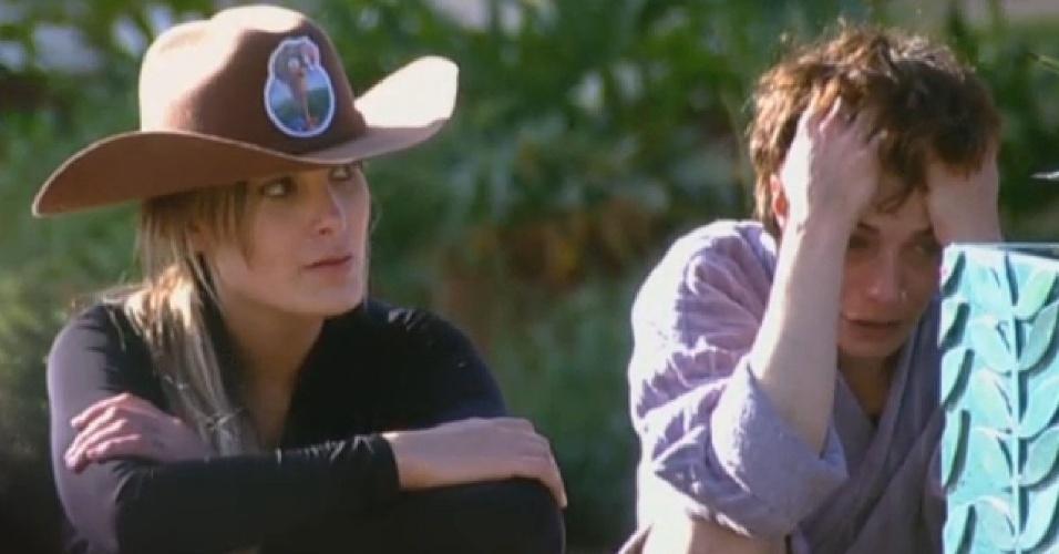 02.jul.2013 - Em conversa com Andressa, Lu critica outros peões enquanto alterna momentos de choro e riso: