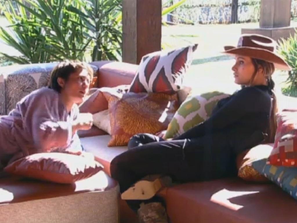 02.jul.2013 - Lu Schievano e Andressa Urach detonam Rita Cadillac e dizem que a ex-chacrete joga sujo