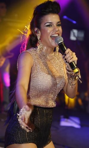 1.jul.2013 - A vocalista do grupo de axé Babado Novo Mari Antunes se apresenta no Barra Hall, em Salvador