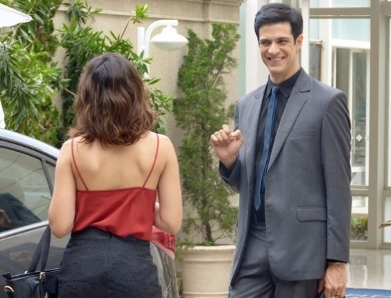 "Em ""Amor à Vida"", Félix desconfia de que Aline tenha caso com César"