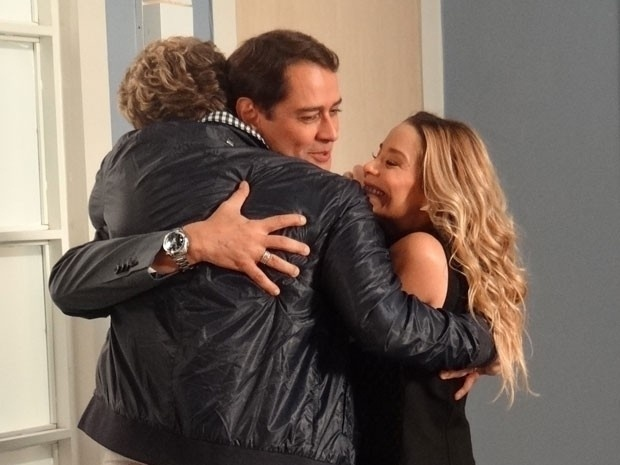 """Em """"Amor à Vida"""", Amarilys não conta para Eron e Niko que será a verdadeira mãe do filho deles"""