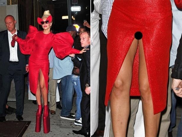 """Em Nova York, a cantora Lady Gaga deixou suas partes íntimas à mostra depois de fotografar para revista """"Vanity Fair"""". O vestido da popstar estava com uma fenda bem """"profunda"""""""