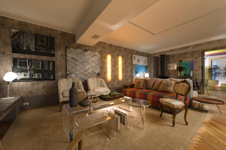 No Loft Urbano, desenvolvido pelo escritório In House Designers de Interiores, o living possui dois espaços decorados por móveis e objetos de estilos distintos. A 27ª Casa Cor SP segue até dia 21 de julho de 2013, no Jockey Club de São Paulo