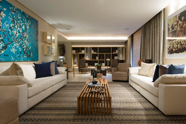 Planejado por André Carício e Beatriz Dutra, o Hall de Entrada possui uma área de estar com decoração em cores neutras. A 27ª Casa Cor SP segue até dia 21 de julho de 2013, no Jockey Club de São Paulo