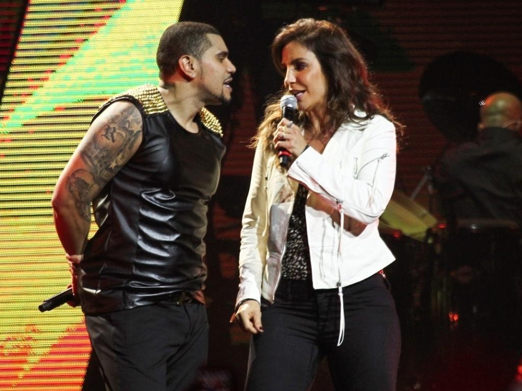 3.jul.2013 - A artista baiana Ivete Sangalo se diverte e canta no show de Naldo realizado no Credicard Hall em SP