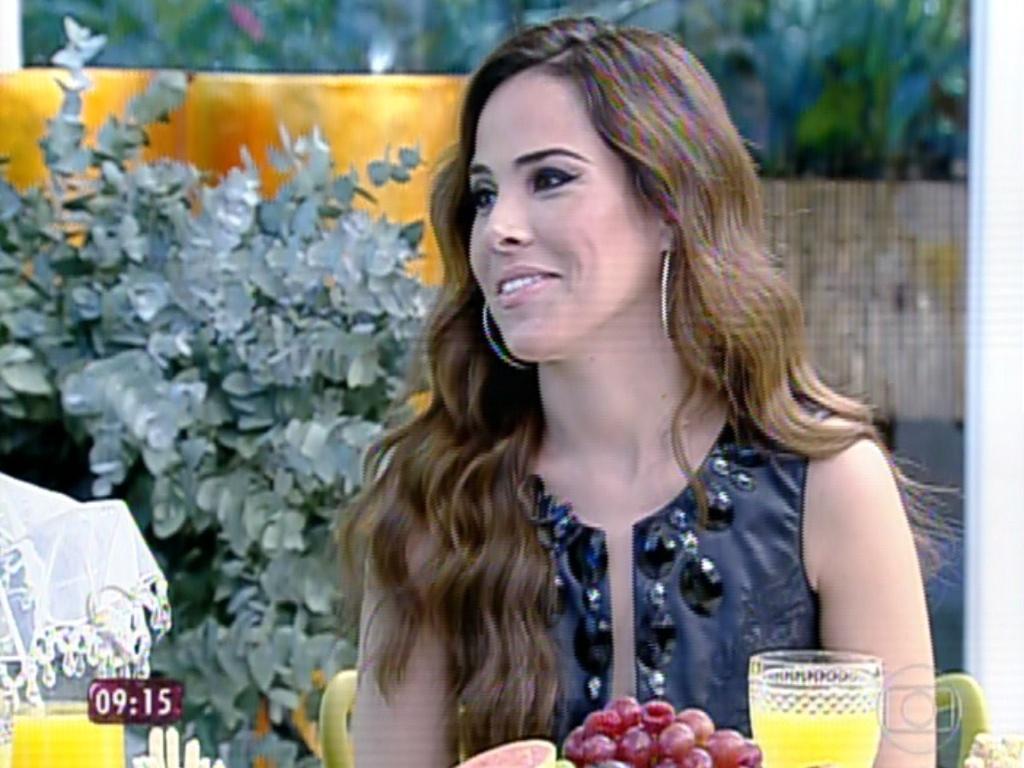 4.jul.2013 - A cantora Wanessa conversa com Ana Maria Braga no