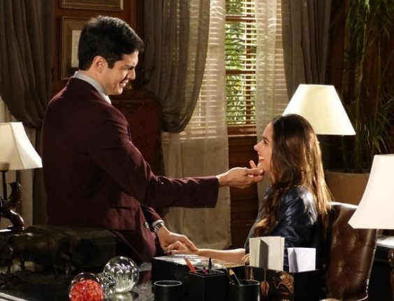 """Em """"Amor à Vida"""", Félix promete que convencerá Thales a casar com Nicole"""