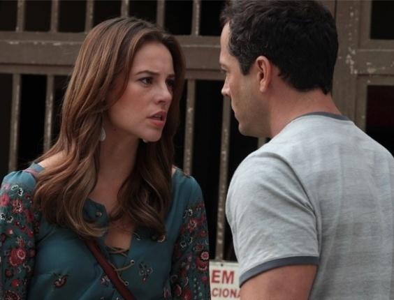 """Em """"Amor à Vida"""", Paloma (Paolla Oliveira) diz a Bruno (Malvino Salvador) que é a verdadeira mãe de Paulinha (Klara Castanho)"""