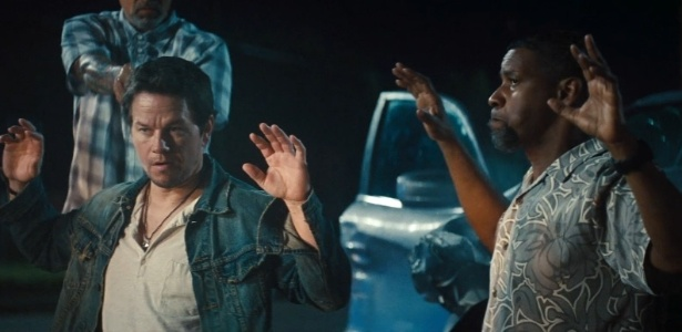 "Mark Wahlberg e Denzel Washington em cena do filme ""Dose Dupla"", de Baltasar Kormákur"