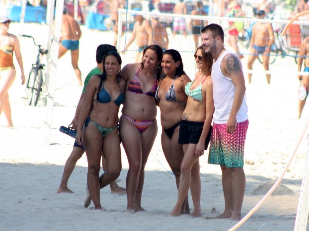 Fernanda Lima e Rodrigo Hilbert na praia 04
