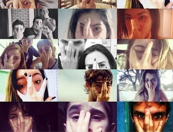 08.jul.2013 - Fãs imitam gesto de Alexandre Pato