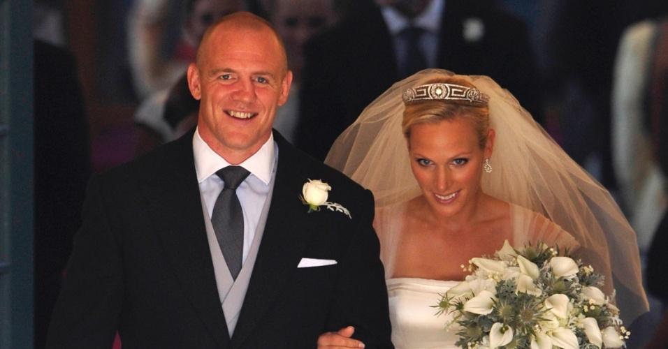 30.jul.2011 - Zara Phillips, neta mais velha da rainha Elizabeth, e o jogador de rugby Mike Tindall, se casam em Canongate Kirk, em Edimburgo, Escócia