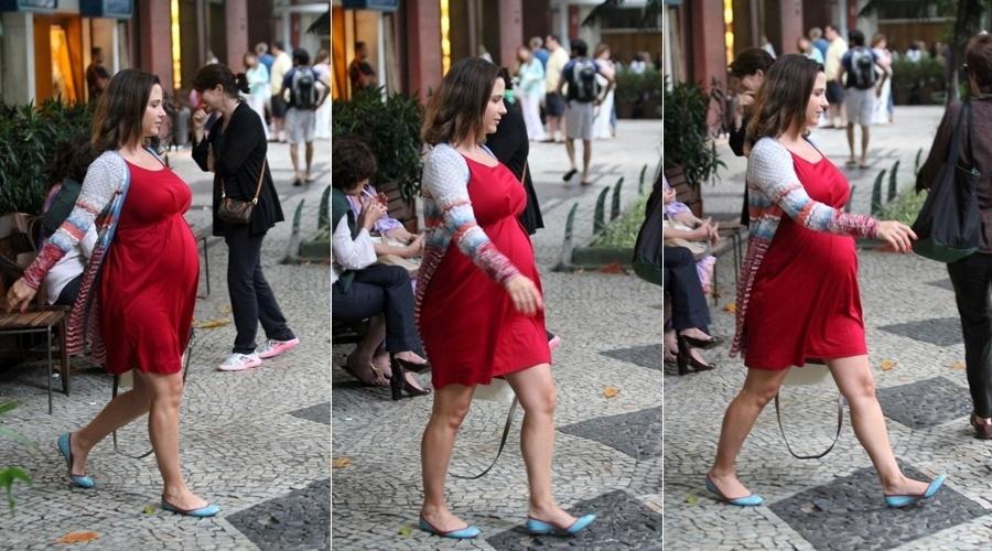8.jul.2013 - Grávida de oito meses, Guilhermina Guinle almoçou em um restaurante da zona sul do Rio. Aos 38 anos, a atriz espera sua primeira filha, fruto do relacionamento com Leonardo Antonelli