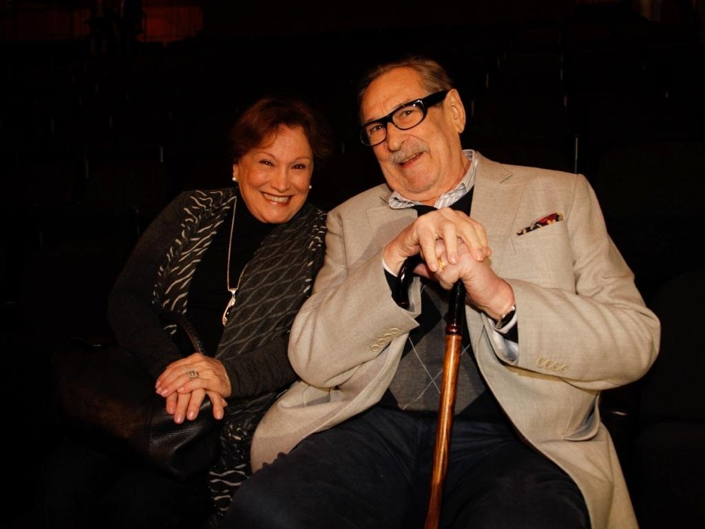 8.jul.2013 - Nicete Bruno e Paulo Goulart foram ao teatro Teatro Sergio Cardoso, em São Paulo, assistir à peça