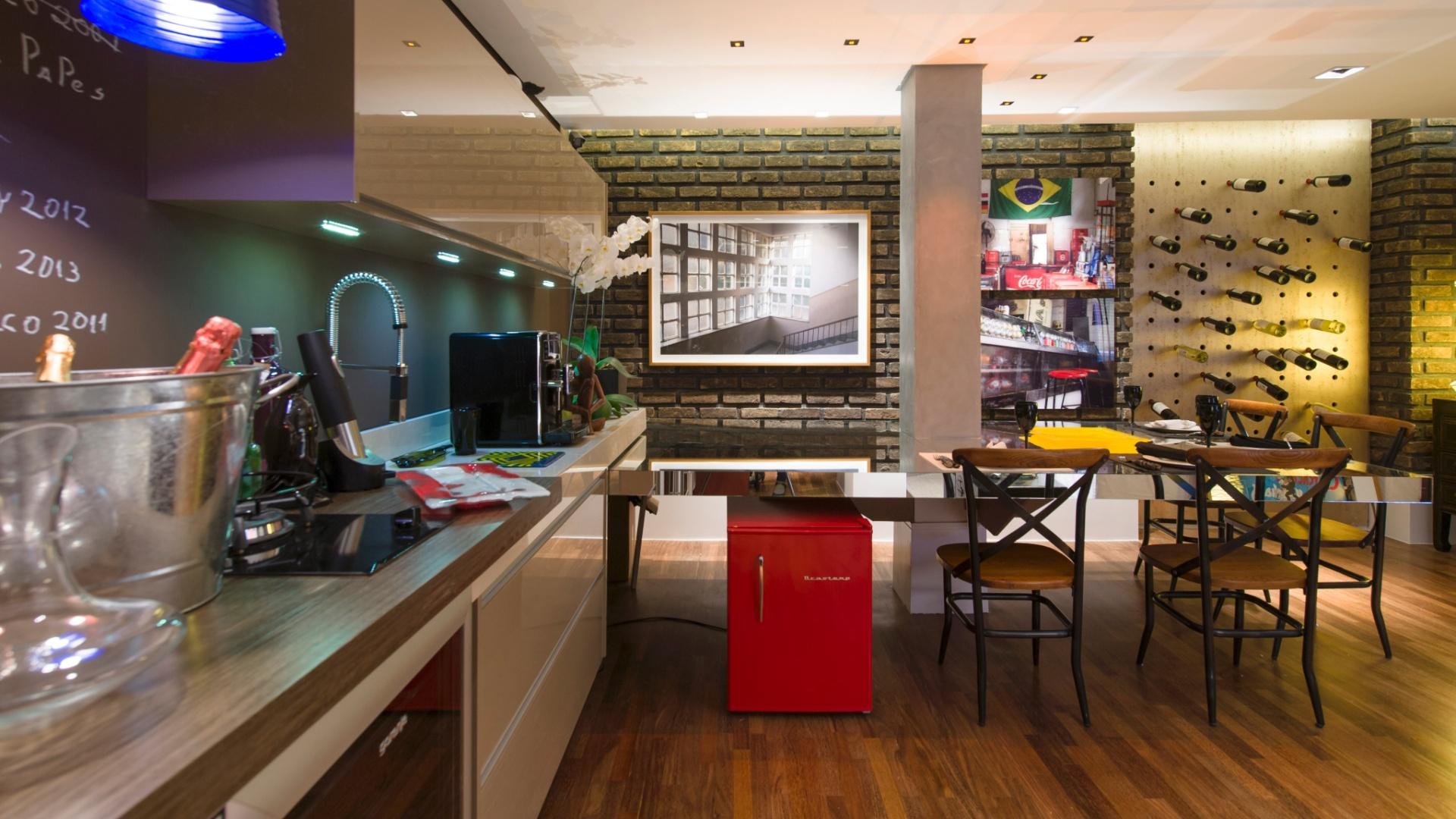 #A0782B sala de vinhos assinada por gustavo paschoalim comporta uma bancada de  1920x1080 px Cozinha Americana Com Bancada Para Sala_3241 Imagens