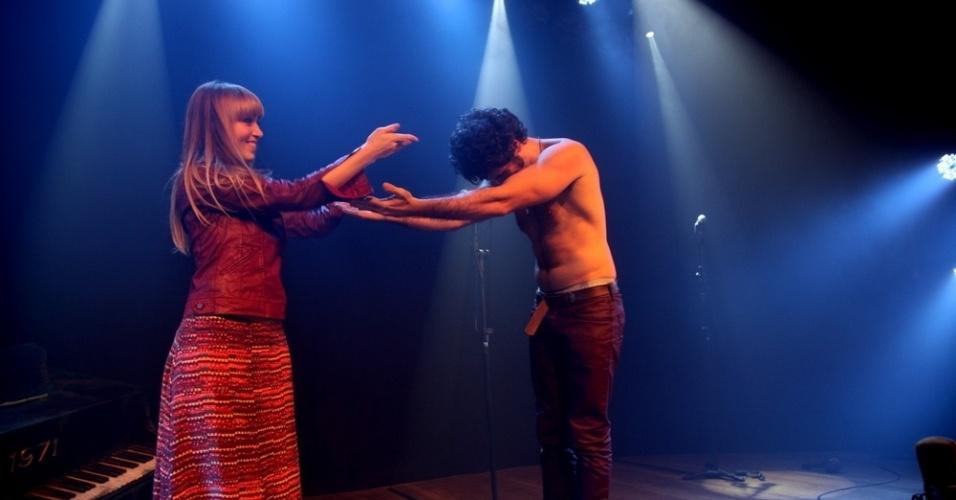 8.jul.2013 - Eriberto Leão e Renata Guida na cena final de
