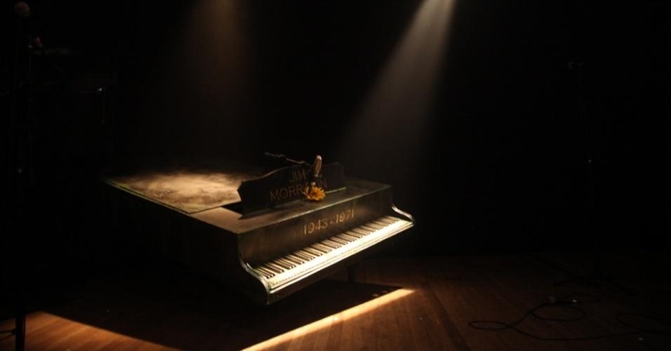 8.jul.2013 - Piano compõe o cenário do musical