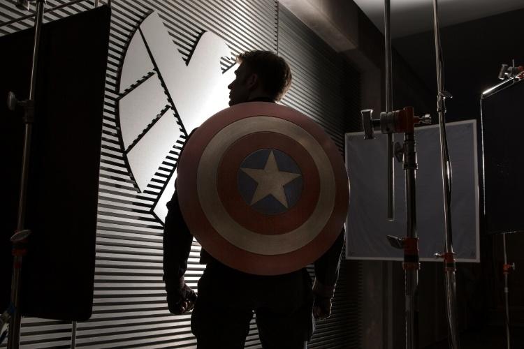 """Chris Evans em cena de """"Capitão América 2: O Soldado Invernal"""""""