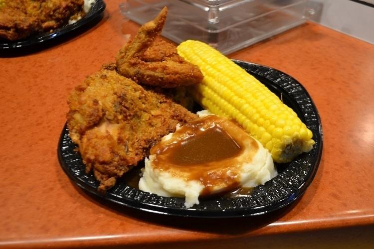 """Este prato inspirado na série de TV """"Os Simpsons"""" tem cara de comida tipicamente norte-americana e faz sucesso na nova área de alimentação do Universal Studios Florida"""