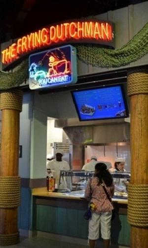 """Nova praça de alimentação do Universal Studios Florida, baseada na série de TV """"Os Simpsons"""". Delícias com peixe e frutos do mar no Frying Dutchman"""