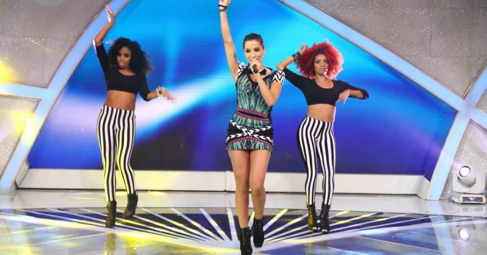 """11.jul.2013 - Funkeira Anitta participa do """"Programa Raul Gil"""" e apresenta o """"Show das Poderosas"""""""