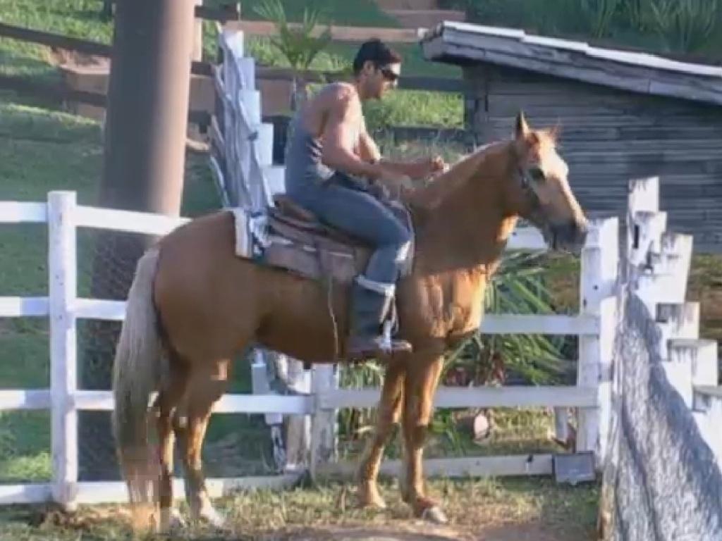 11.jul.2013 - Mais cedo, eles foram orientados pela zootecnista Fernanda Manelli sobre como cavalgar.