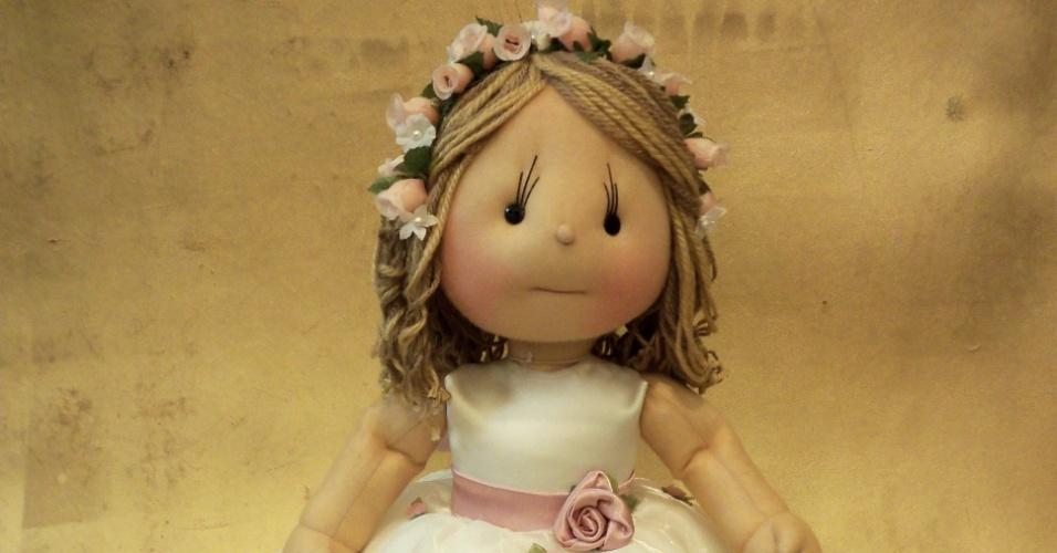 Boneca de dama de honra; da Arte Sã, por Ilma Brescia (www.ilmabrescia.com.br), por R$ 420 (unidade). Disponibilidade e preço pesquisados em julho de 2013 e sujeito a alterações