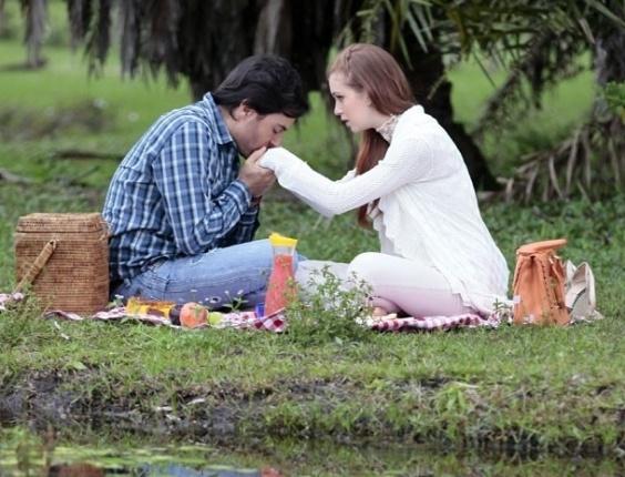 """Em """"Amor à Vida"""", Thales pede Nicole em casamento"""