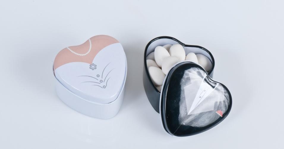 latinha de metal no formato de coração com amêndoas; da Gift Chic (www.giftchic.com.br), por R$ 14,50 (unidade). Disponibilidade e preço pesquisados em julho de 2013 e sujeito a alterações