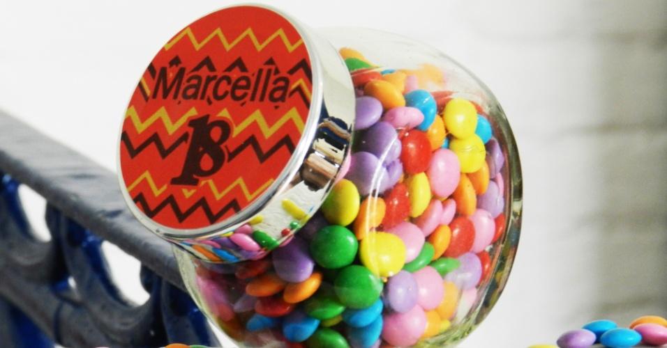 Minibaleiro com confeitos coloridos; da Cadô Presentes (www.cadopresentes.com.br), por R$ 10 (unidade). Disponibilidade e preço pesquisados em julho de 2013 e sujeito a alterações