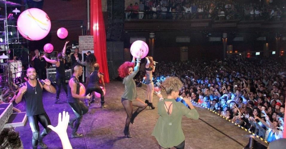11.jul.2013 - Anitta se apresenta se apresenta em casa noturna de São Gonçalo, no Rio de Janeiro