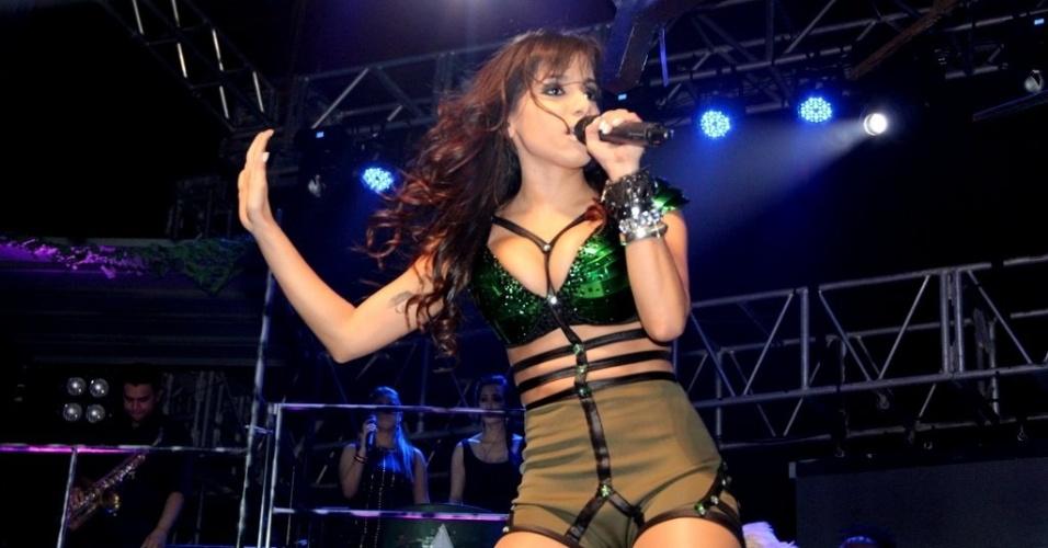 """11.jul.2013 - Dona do hit """"Show das Poderosas"""", Anitta é adepta do funk melody, que mistura o romantismo à famosa batida do ritmo com letras que exaltam o sexo feminino"""